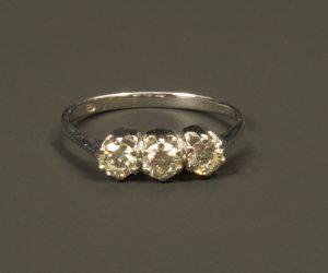 Ring drie ronde kristallen